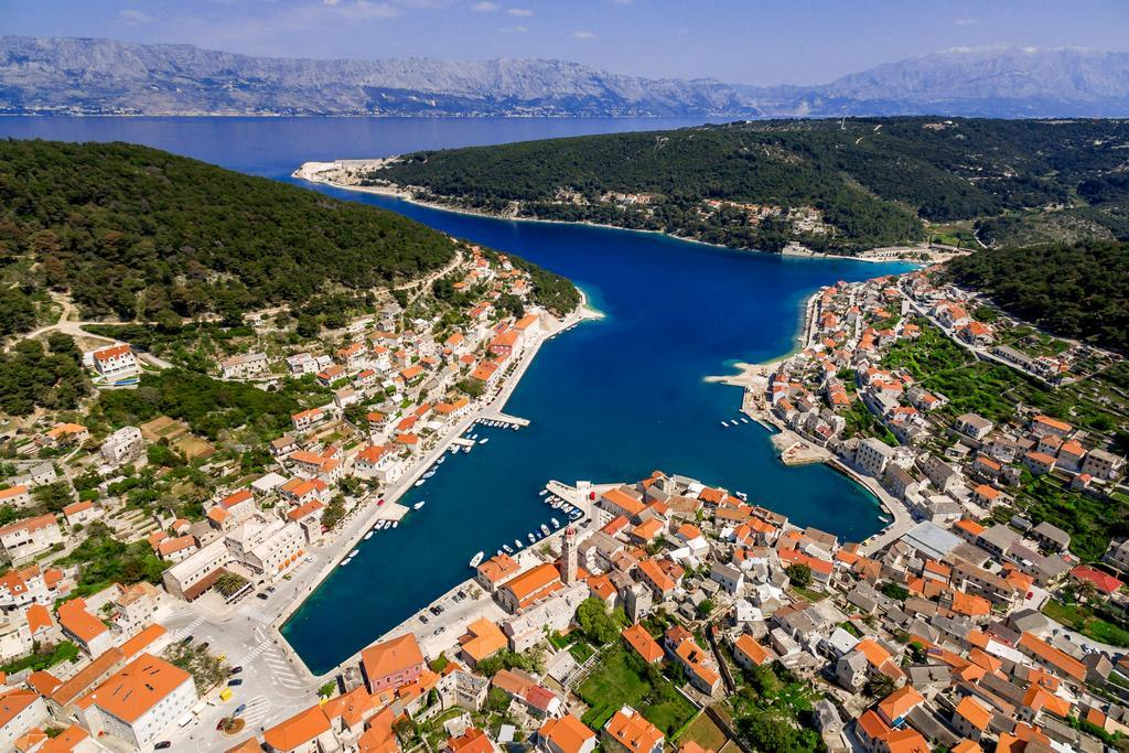 pučišća cruise croatia port