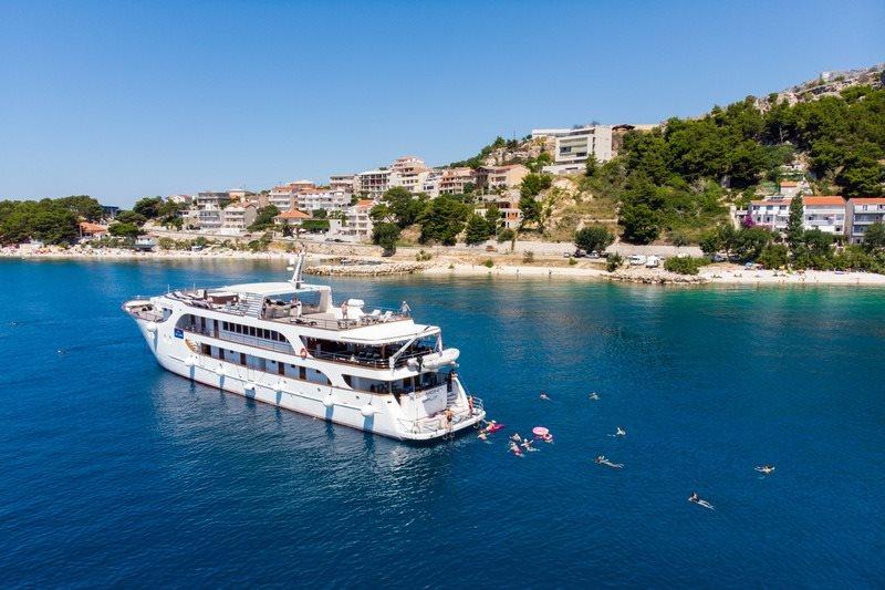 Small cruise ship Diamond Croatia 8
