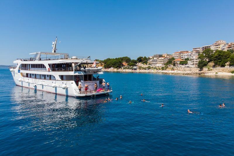 Small cruise ship Diamond Croatia 9