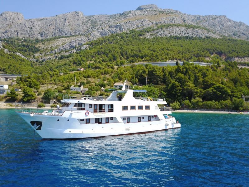 One Way Cruise from Trogir to Dubrovnik on Robin Hood 1
