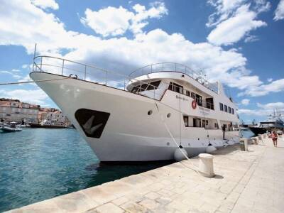 One Way Cruise from Trogir to Dubrovnik on Robin Hood 2