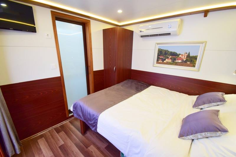 Supreme One Way Split to Dubrovnik Cruise on Equator 14
