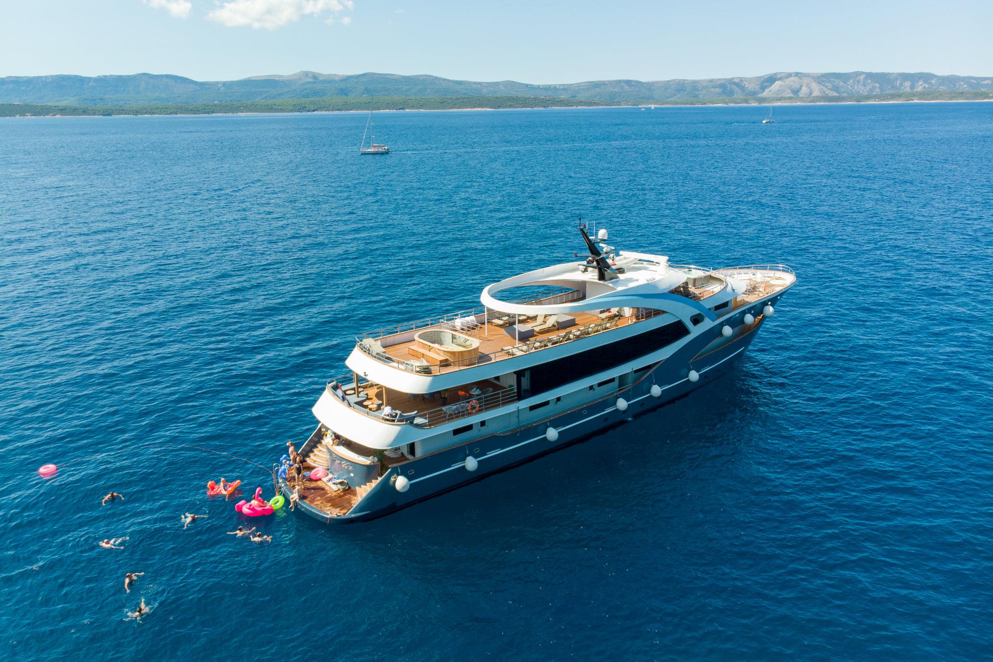 Supreme Split Return Cruise on Bella 1