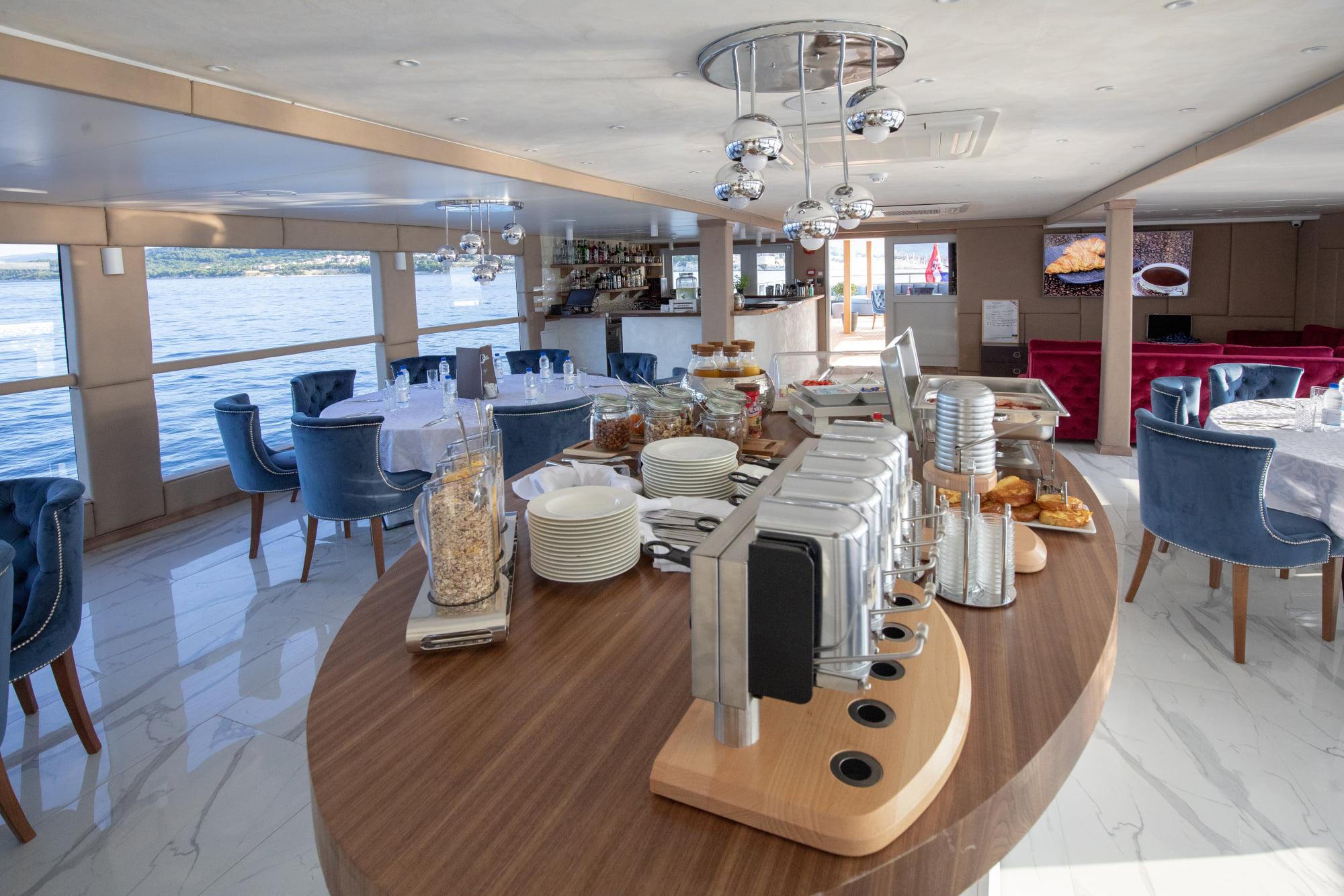 Supreme Split Return Cruise on Bella 10