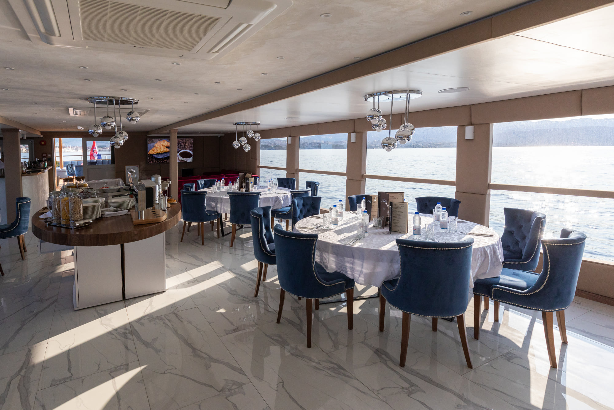 Supreme Split Return Cruise on Bella 11