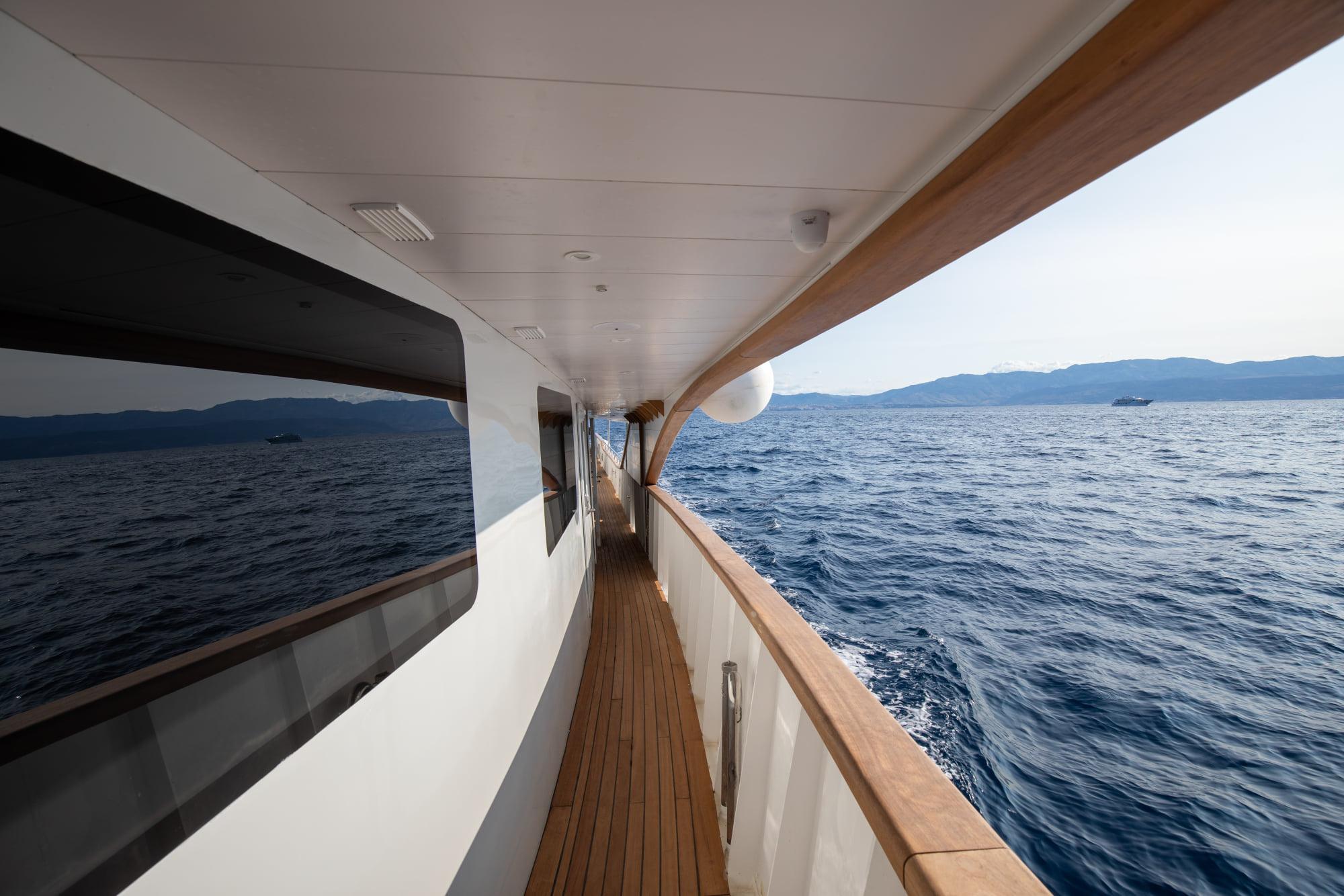 Supreme Split Return Cruise on Bella 12