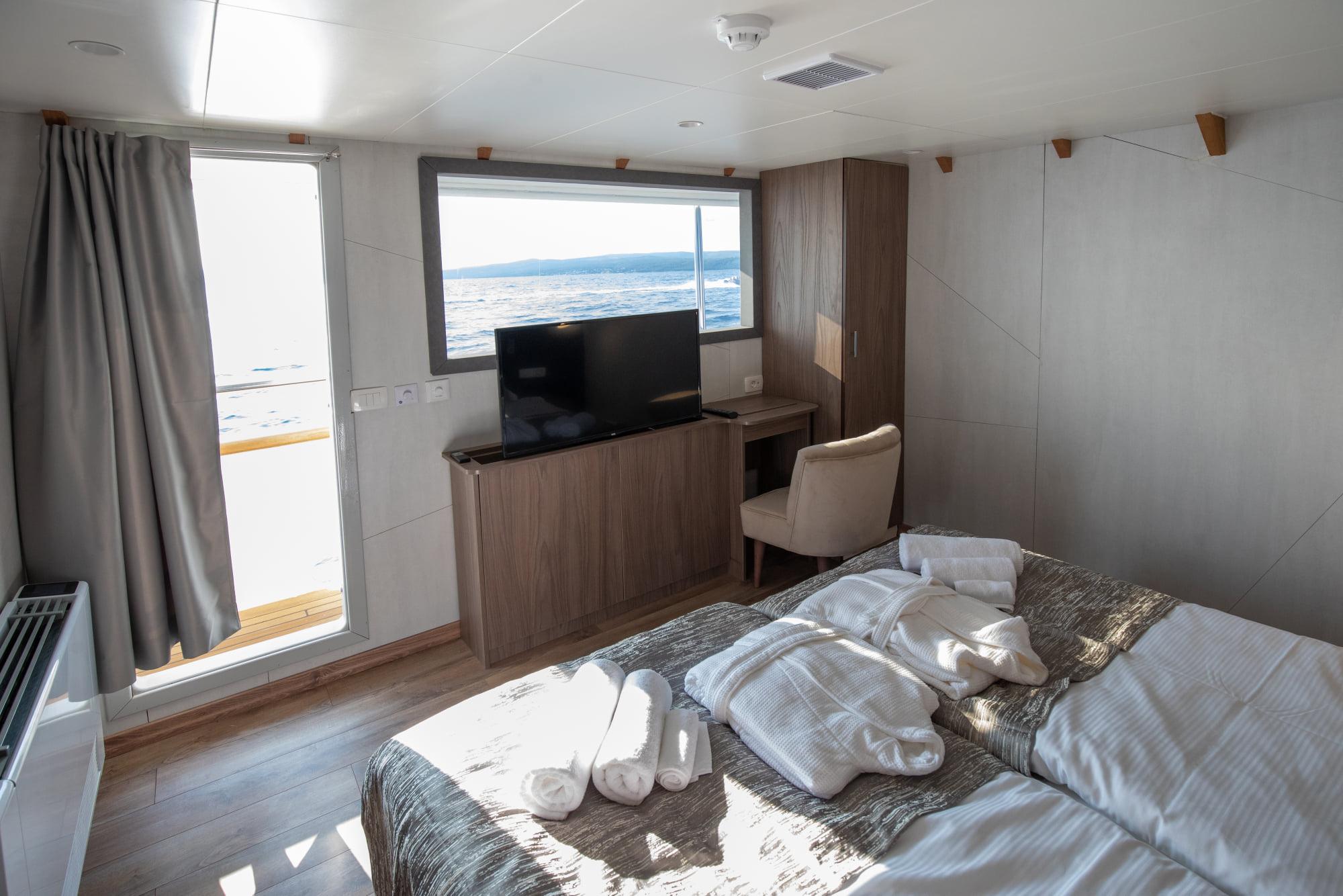 Supreme Split Return Cruise on Bella 14
