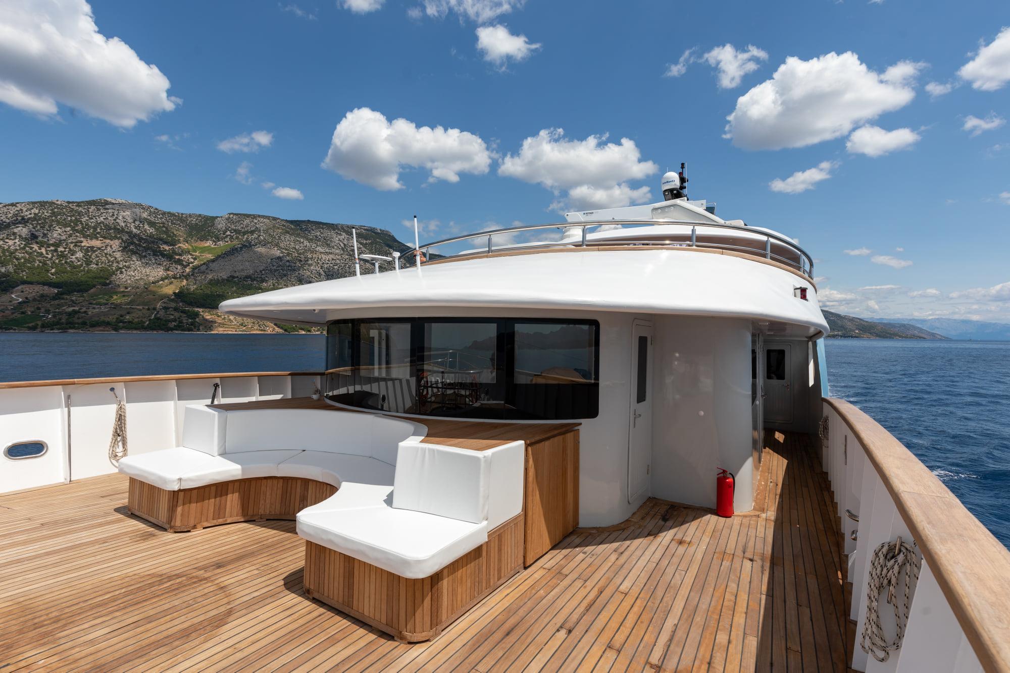 Supreme Split Return Cruise on Bella 19