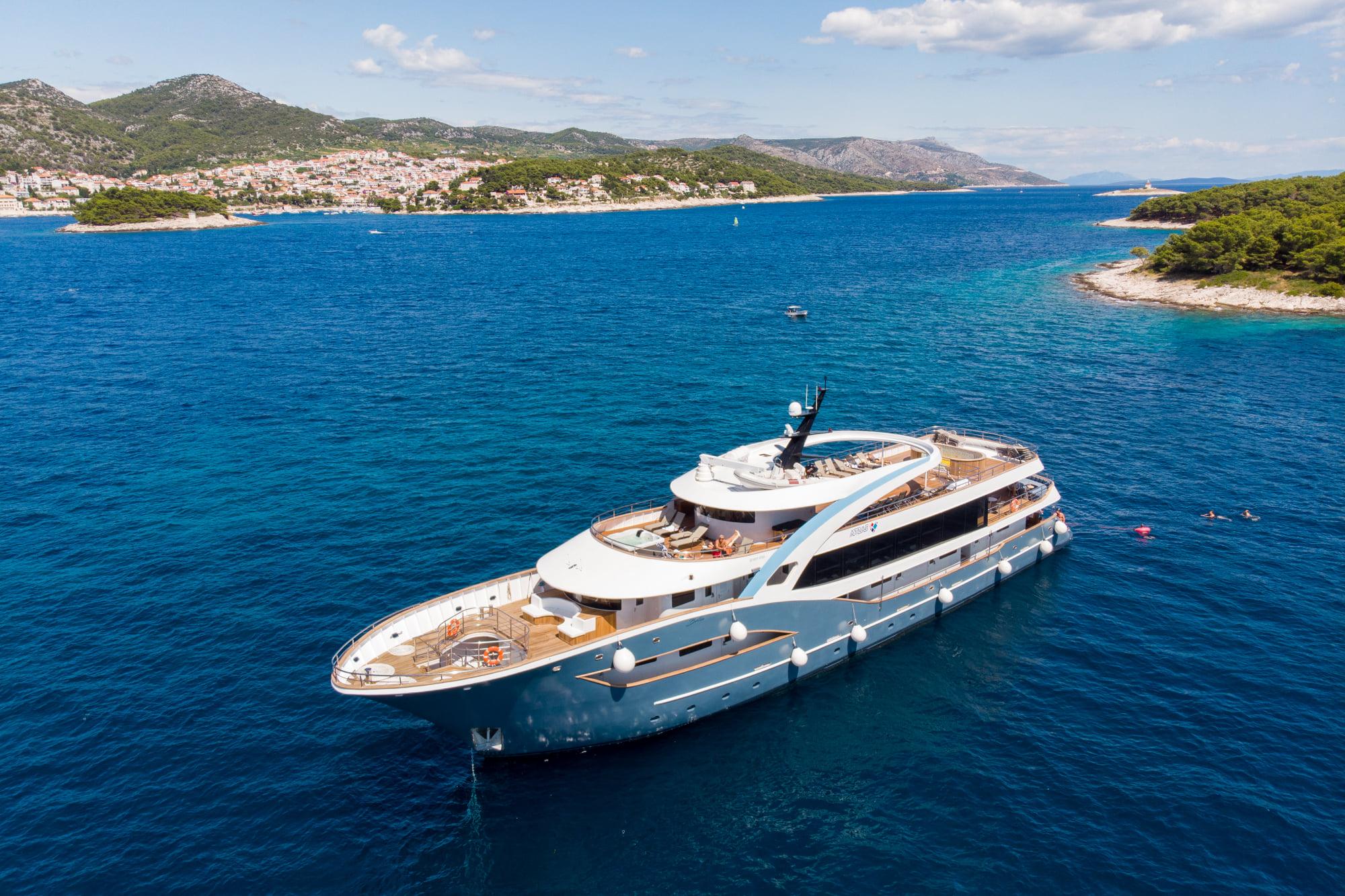 Supreme Split Return Cruise on Bella 3