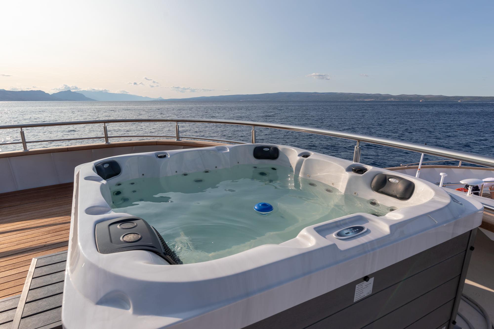 Supreme Split Return Cruise on Bella 5