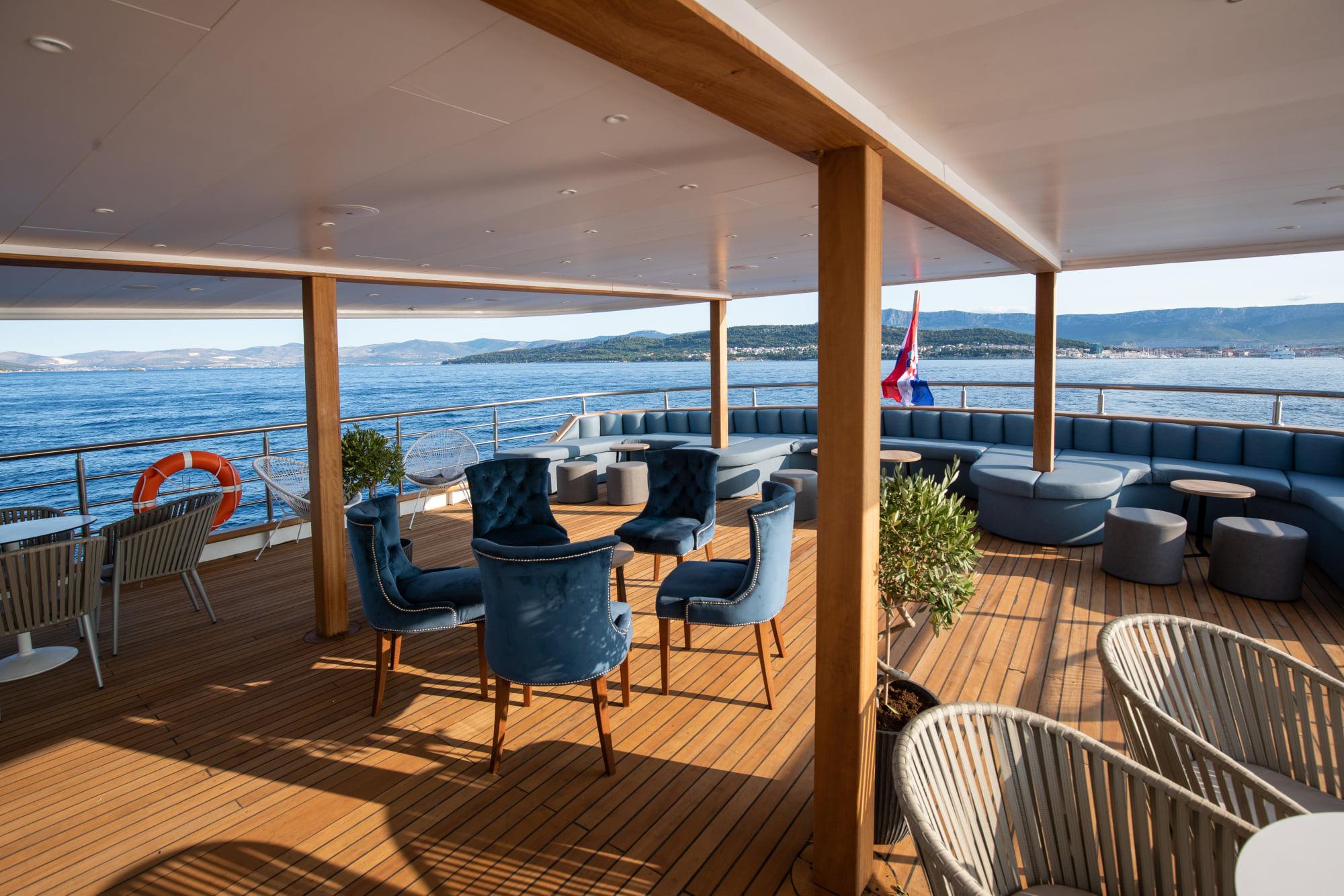 Supreme Split Return Cruise on Bella 7