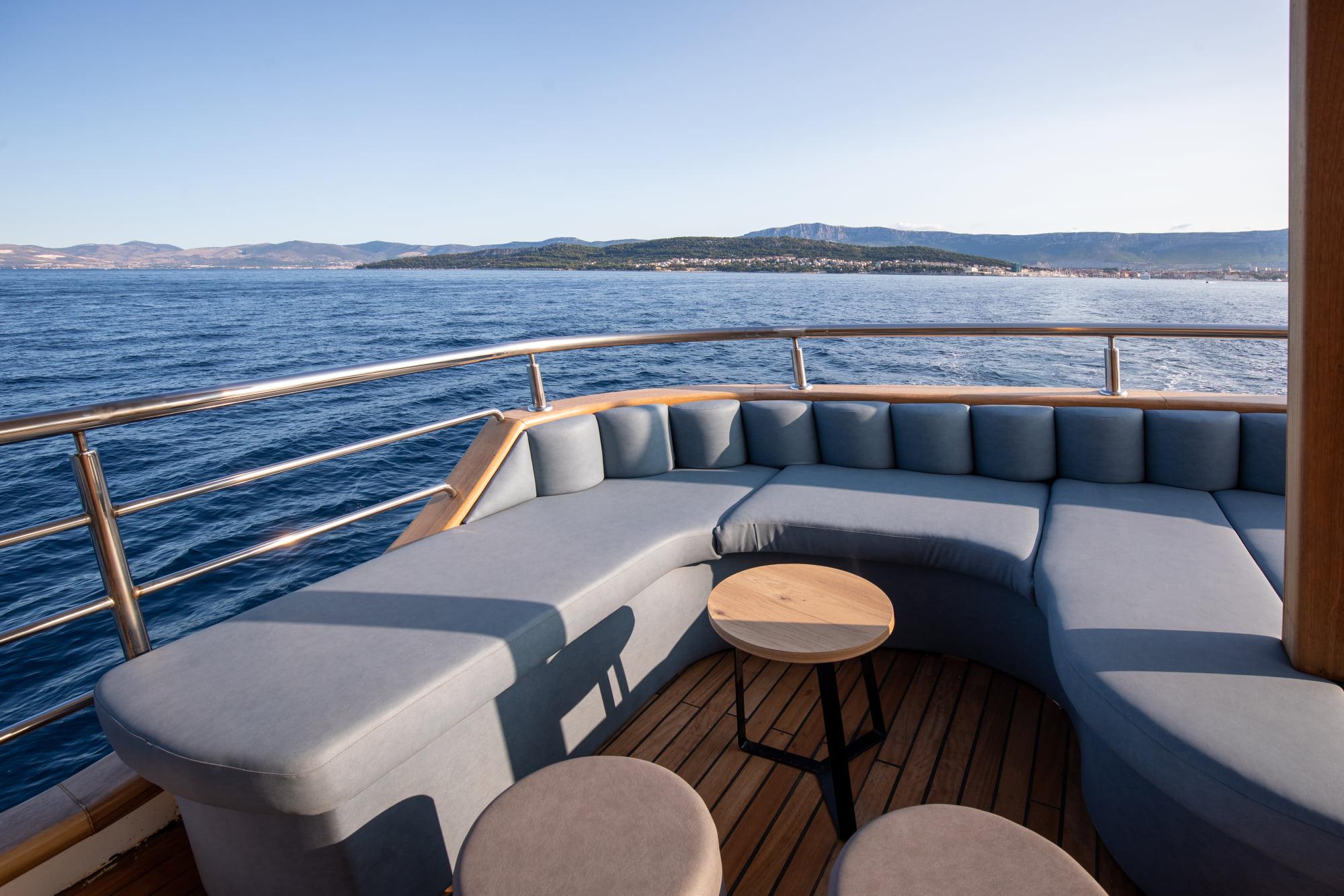 Supreme Split Return Cruise on Bella 8