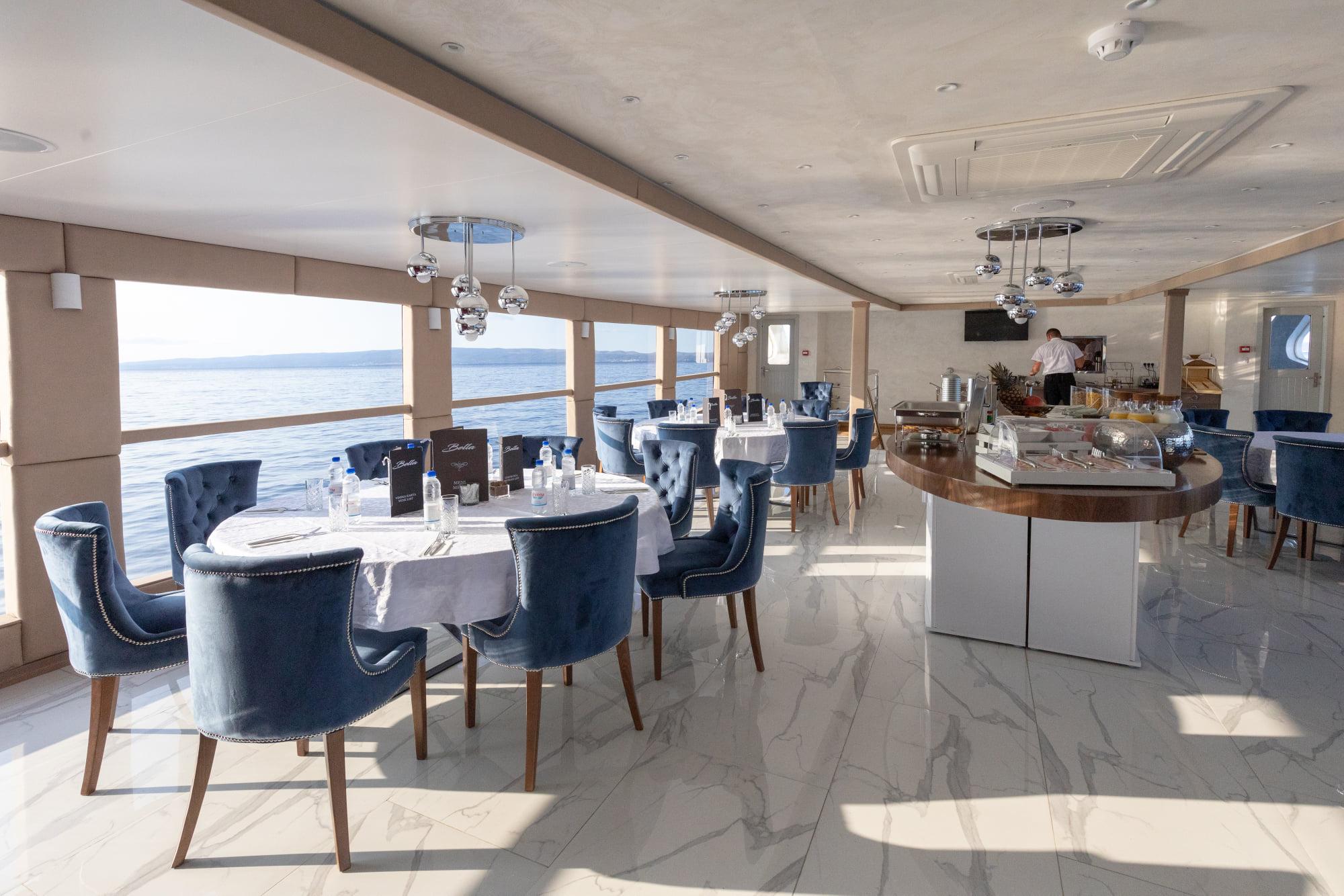 Supreme Split Return Cruise on Bella 9